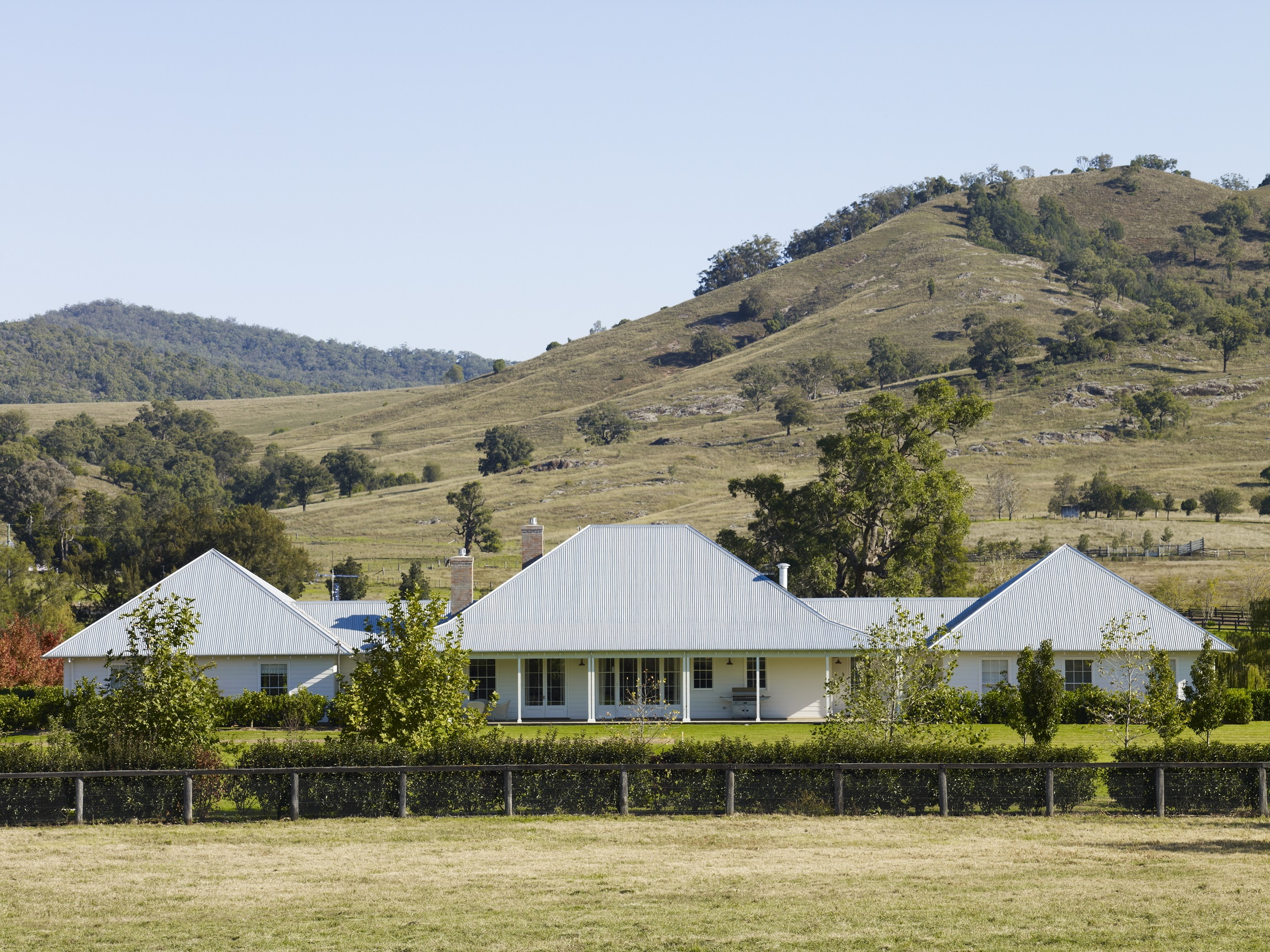 Australian-Country-Farmhouse-Horse-Stud-Michael-Bell-Architects-3