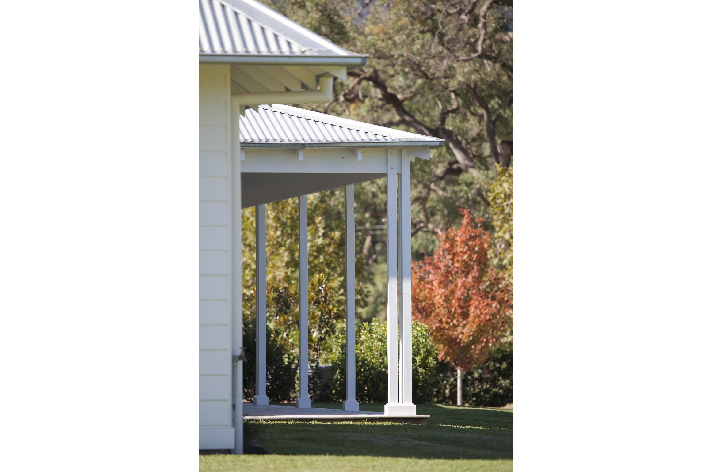 Australian-Country-Farmhouse-Horse-Stud-Verandah-Michael-Bell-Architects