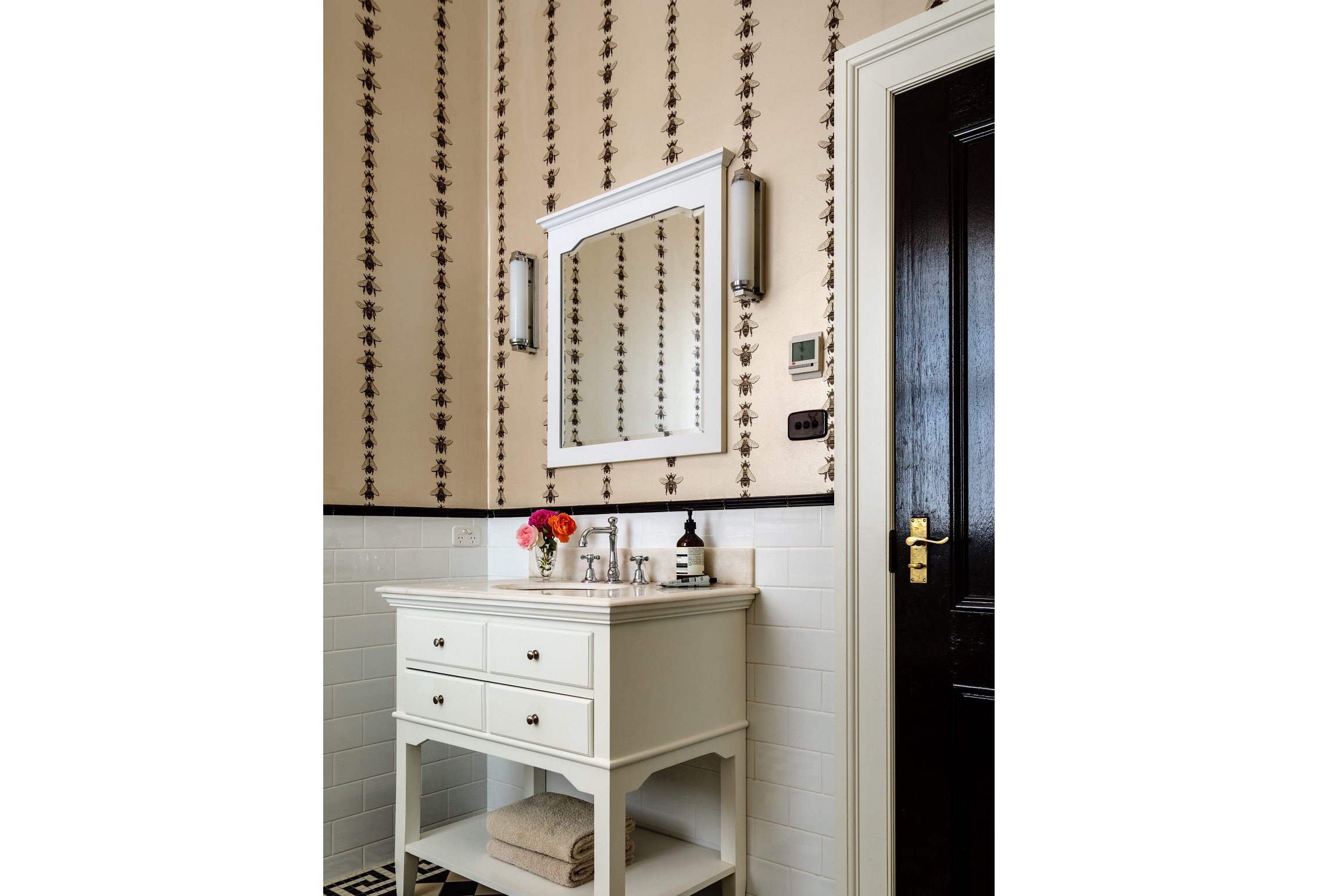 Bees-Wallpaper-Country-Farmhouse-Bathroom-Australia-Michael-Bell-Architects